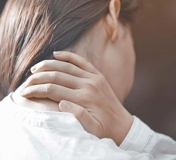 Bạn cần lưu ý một số điều khi chữa đau vai gáy bằng diện chẩn.